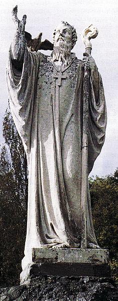 Statua di San Colombano alle porte di Bobbio