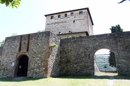 Castello malaspina dal verme in bobbio for Piani camera a castello